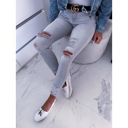 Světle šedé trhané džíny