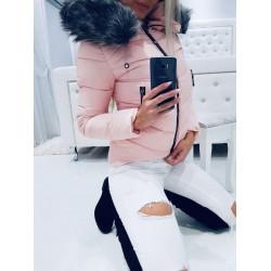 Růžová bundička s perličkami a bohatou šedou kožešinou