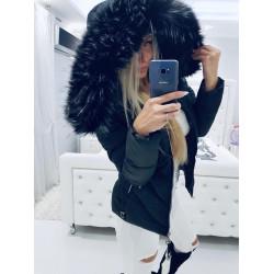 Černá prošívaná bundička s bohatou kožešinou