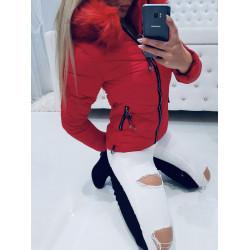 Červená bundička s přívěsky