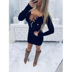 Černé šaty se zlatými cvoky
