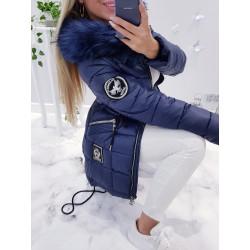 Modrý kabátek s nášivkou